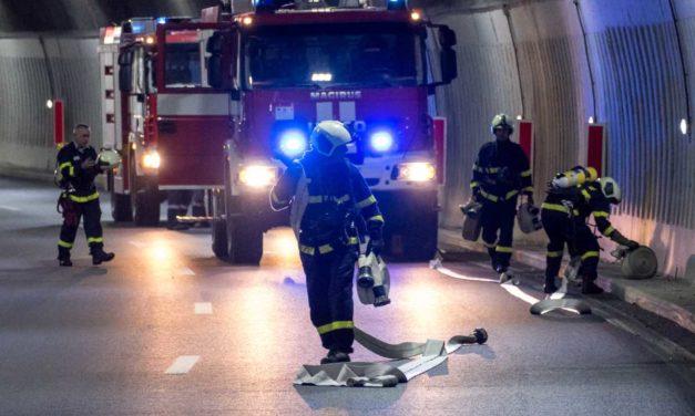 Mann stirbt bei Brand eines Holzhauses
