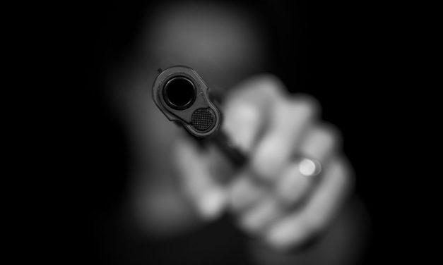 Zwei Verhaftungen nach Kampf, der mit Schusswunde endete