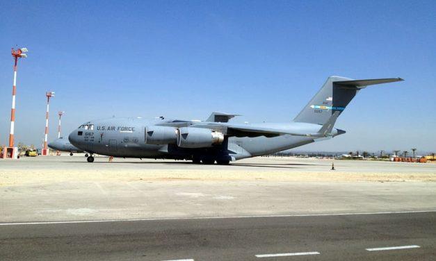 US-Militärflugzeug mit 400 Evakuierten an Bord landet auf dem Stützpunkt Rota