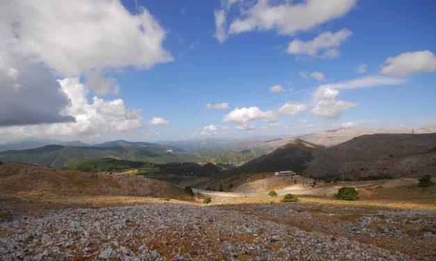 Feuerwehr löscht weiter Glutnester in der Sierra Bermeja